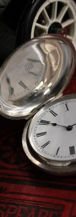 両面の彫りの美しい スイス製銀無垢アンティーク懐中時計 【1890年頃】-P2298-1