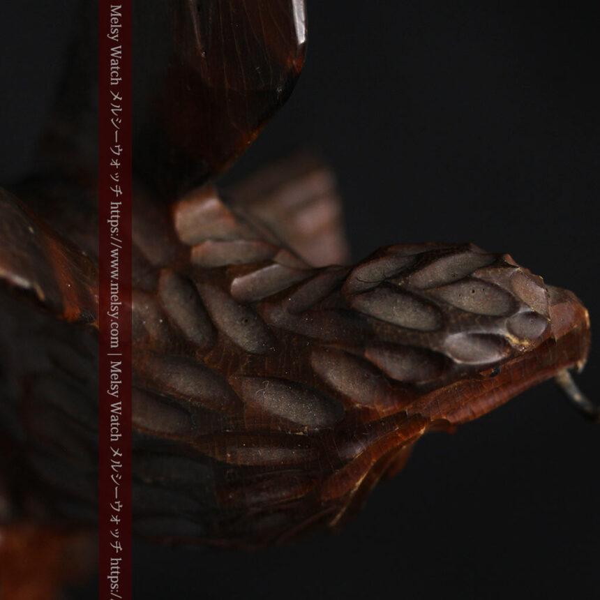 木に留まる鷲 風格ある木彫り懐中時計スタンド-S0845-12
