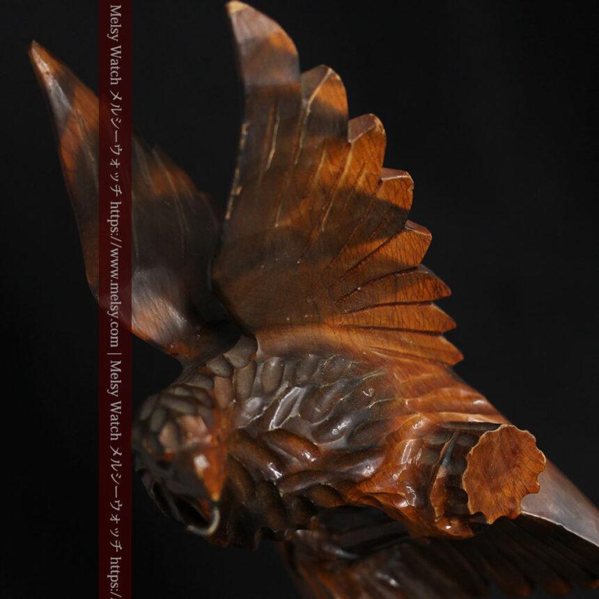 木に留まる鷲 風格ある木彫り懐中時計スタンド-S0845-6