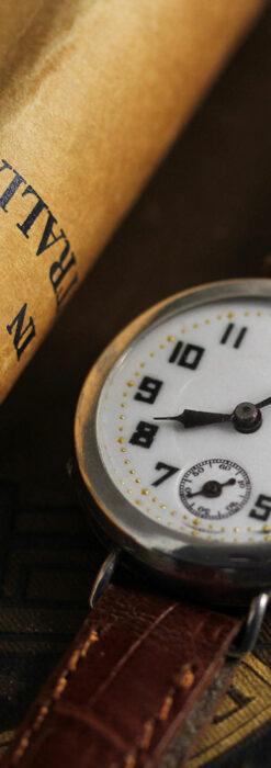 銀無垢の素朴な味わいの女性用アンティーク腕時計 【1923年頃】-W1524-2