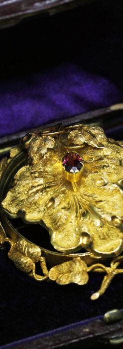 存在感ある秀麗なアンティーク 大粒ルビーと18金の大きな花形ブローチ-A0306-14