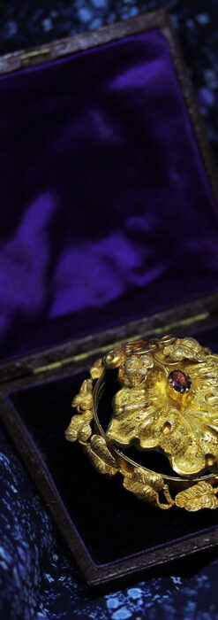 存在感ある秀麗なアンティーク 大粒ルビーと18金の大きな花形ブローチ-A0306-15