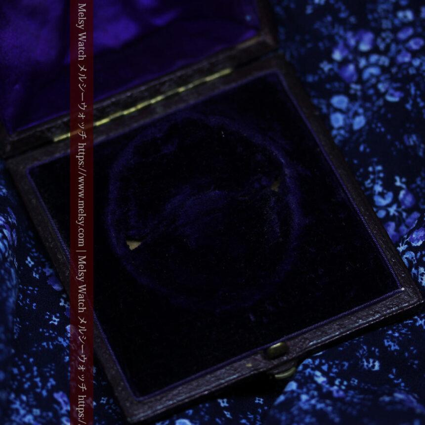 存在感ある秀麗なアンティーク 大粒ルビーと18金の大きな花形ブローチ-A0306-16