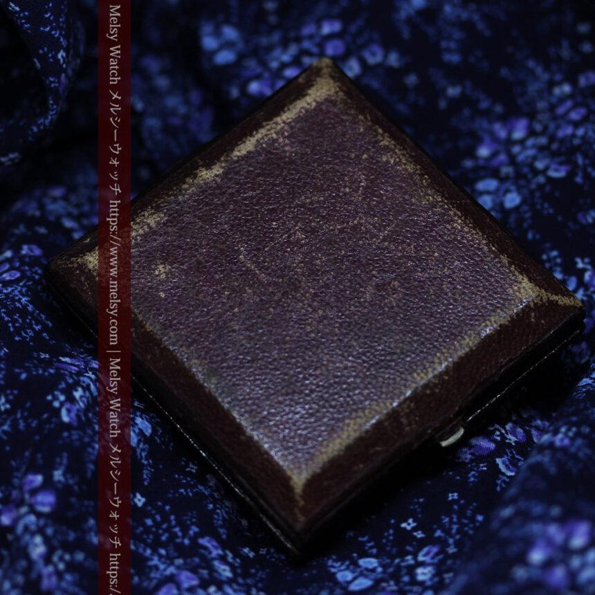 存在感ある秀麗なアンティーク 大粒ルビーと18金の大きな花形ブローチ-A0306-18