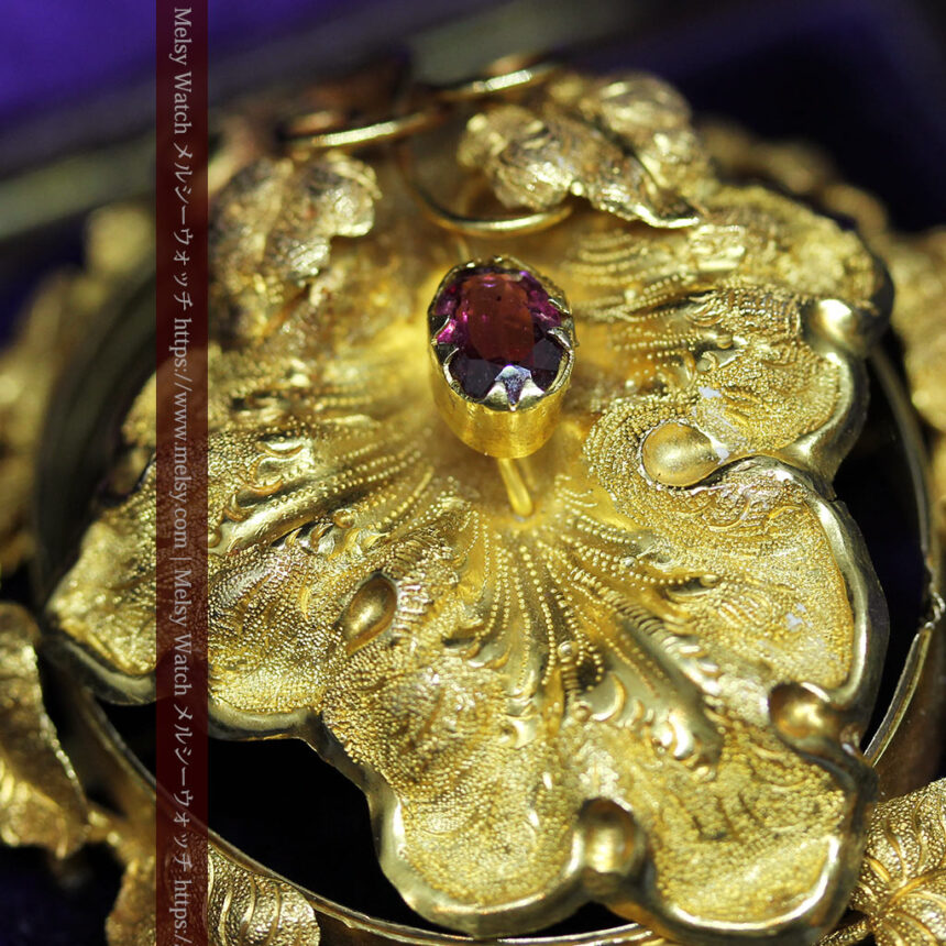 存在感ある秀麗なアンティーク 大粒ルビーと18金の大きな花形ブローチ-A0306-2