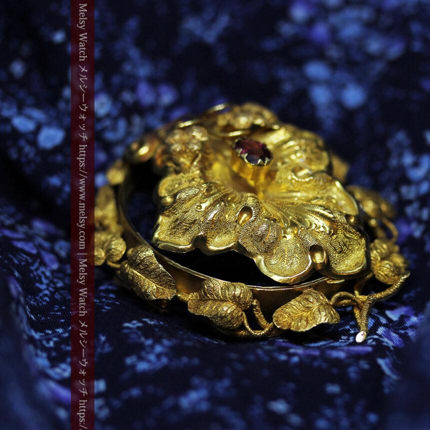 存在感ある秀麗なアンティーク 大粒ルビーと18金の大きな花形ブローチ-A0306-3