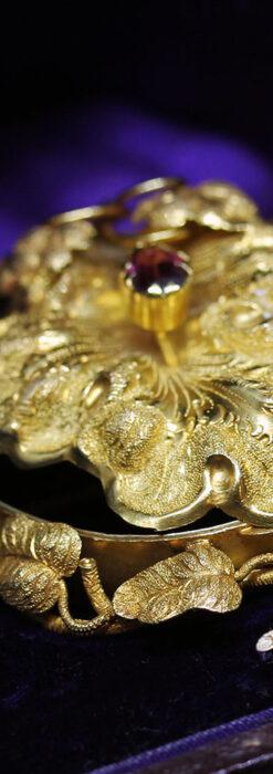 存在感ある秀麗なアンティーク 大粒ルビーと18金の大きな花形ブローチ-A0306-4
