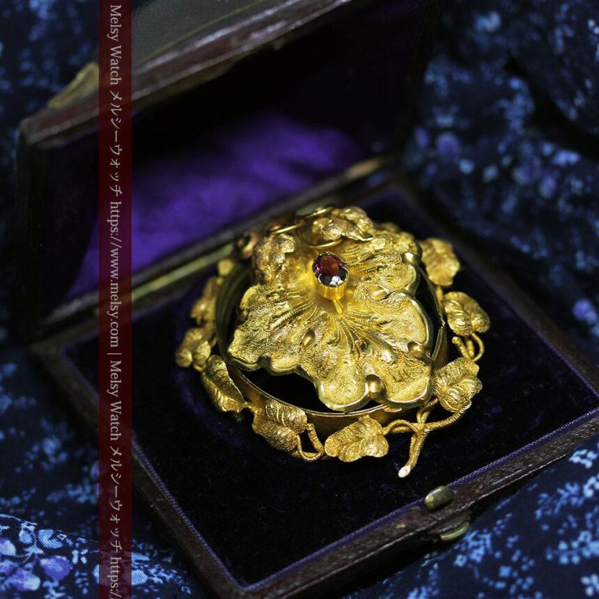存在感ある秀麗なアンティーク 大粒ルビーと18金の大きな花形ブローチ-A0306-5