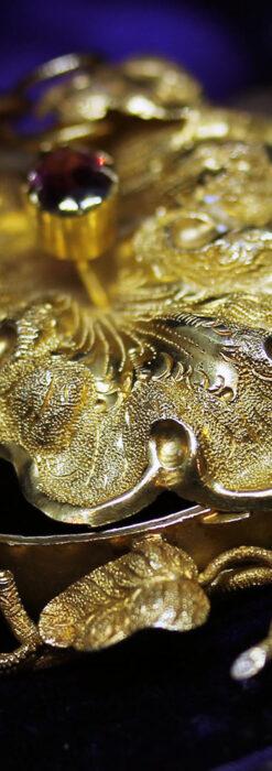 存在感ある秀麗なアンティーク 大粒ルビーと18金の大きな花形ブローチ-A0306-7