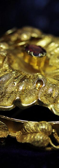 存在感ある秀麗なアンティーク 大粒ルビーと18金の大きな花形ブローチ-A0306-8