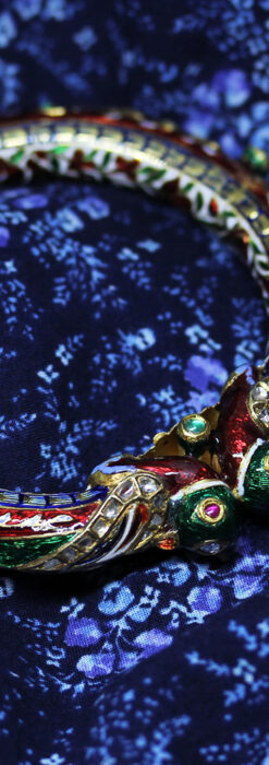 芸術的なエナメル装飾に宝石を鏤めた22金のアンティークバングル・ブレスレット-A0307-1