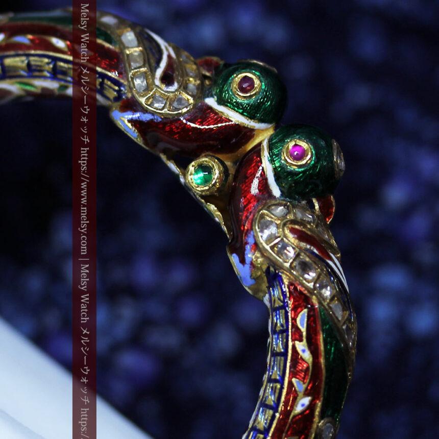 芸術的なエナメル装飾に宝石を鏤めた22金のアンティークバングル・ブレスレット-A0307-10