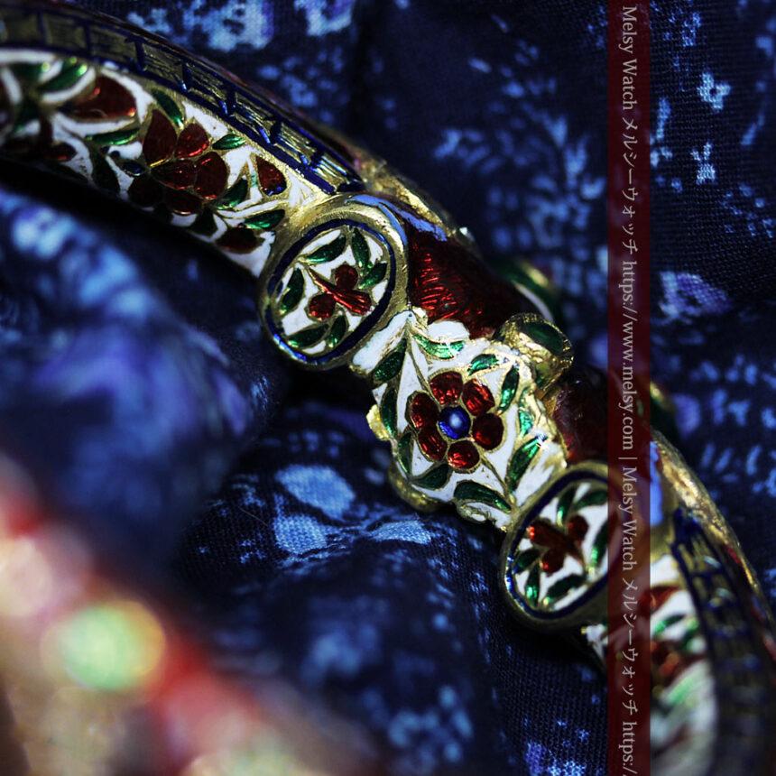芸術的なエナメル装飾に宝石を鏤めた22金のアンティークバングル・ブレスレット-A0307-11