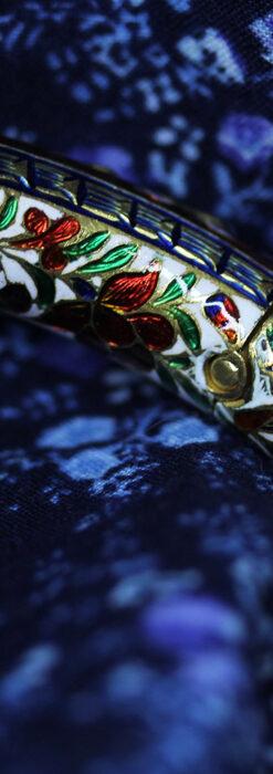 芸術的なエナメル装飾に宝石を鏤めた22金のアンティークバングル・ブレスレット-A0307-12