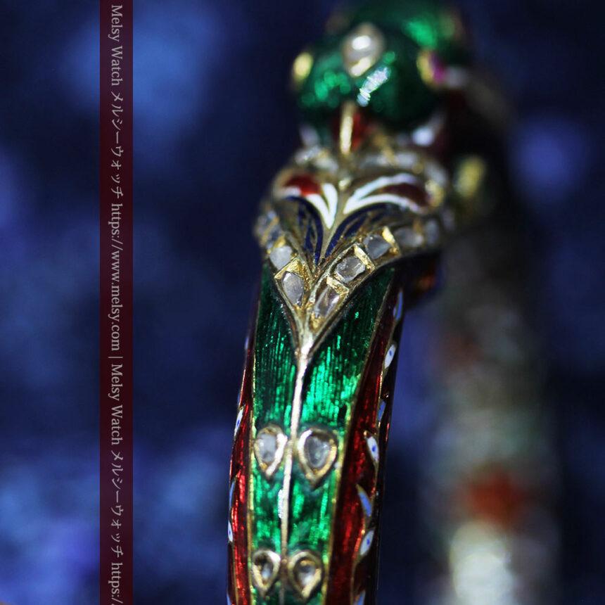 芸術的なエナメル装飾に宝石を鏤めた22金のアンティークバングル・ブレスレット-A0307-16