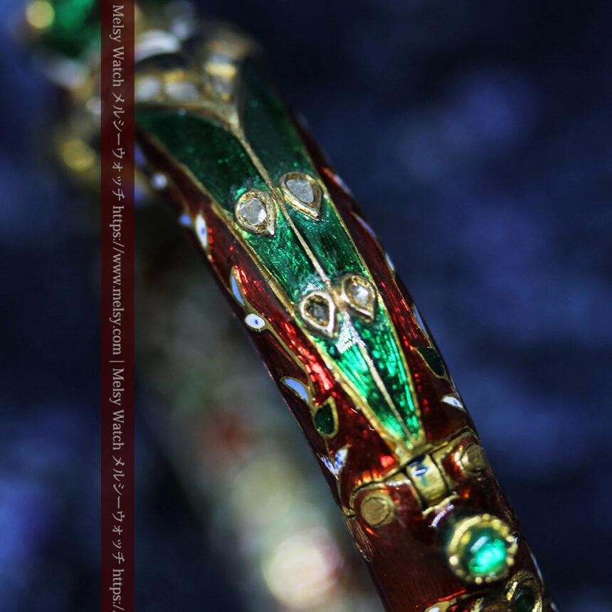 芸術的なエナメル装飾に宝石を鏤めた22金のアンティークバングル・ブレスレット-A0307-17