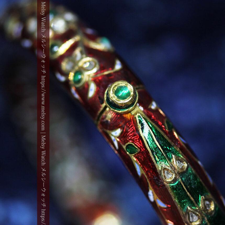 芸術的なエナメル装飾に宝石を鏤めた22金のアンティークバングル・ブレスレット-A0307-23