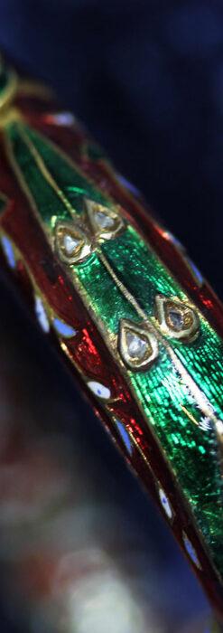 芸術的なエナメル装飾に宝石を鏤めた22金のアンティークバングル・ブレスレット-A0307-24