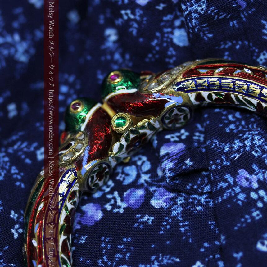 芸術的なエナメル装飾に宝石を鏤めた22金のアンティークバングル・ブレスレット-A0307-26