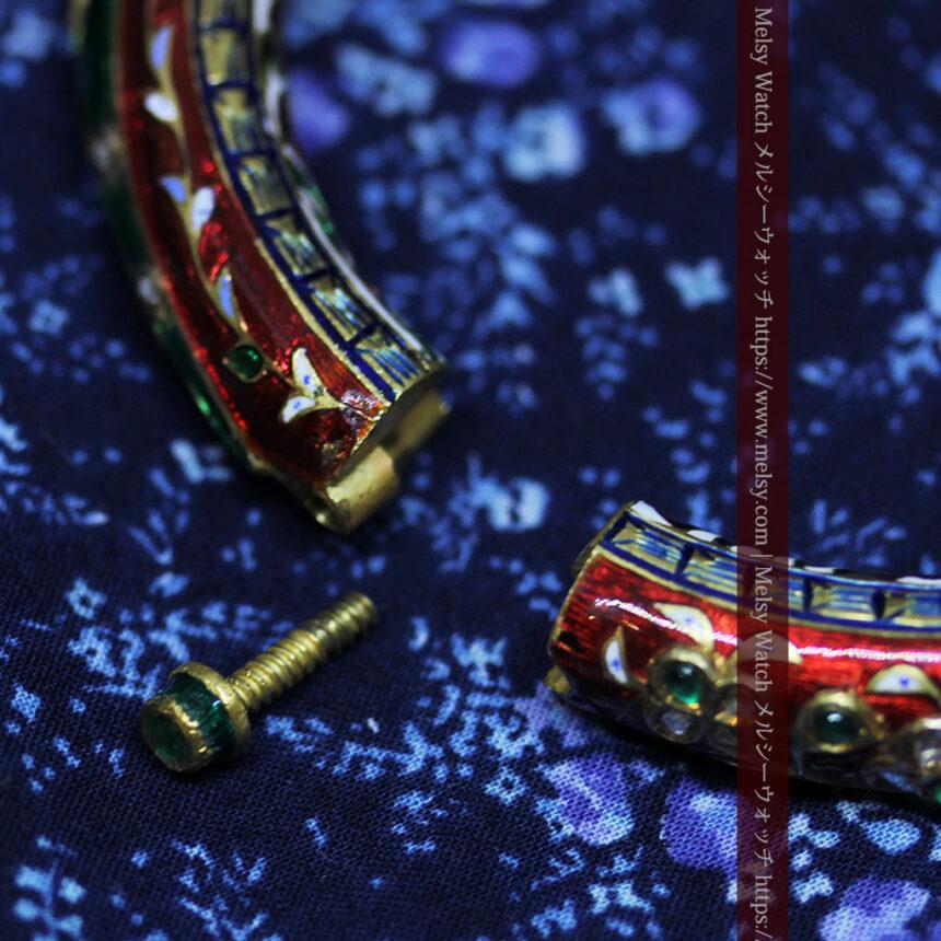 芸術的なエナメル装飾に宝石を鏤めた22金のアンティークバングル・ブレスレット-A0307-30