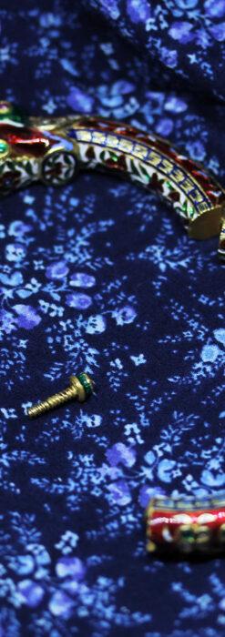 芸術的なエナメル装飾に宝石を鏤めた22金のアンティークバングル・ブレスレット-A0307-31