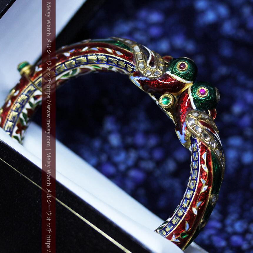 芸術的なエナメル装飾に宝石を鏤めた22金のアンティークバングル・ブレスレット-A0307-4