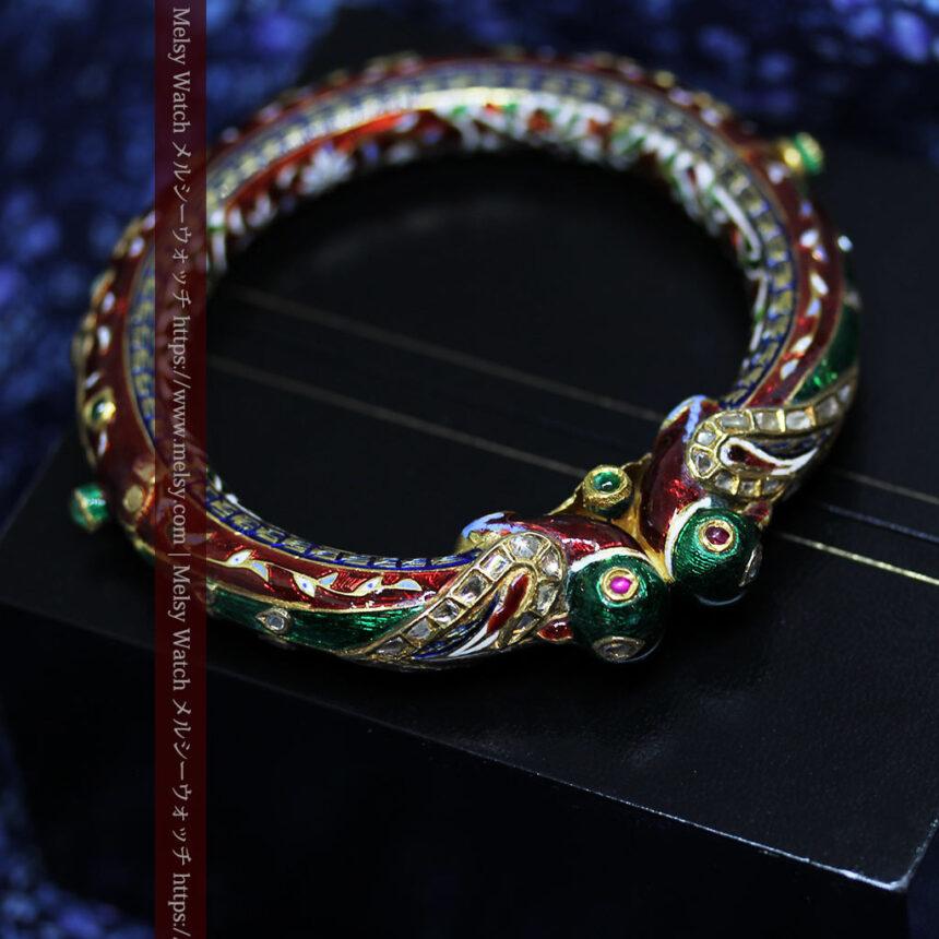 芸術的なエナメル装飾に宝石を鏤めた22金のアンティークバングル・ブレスレット-A0307-6