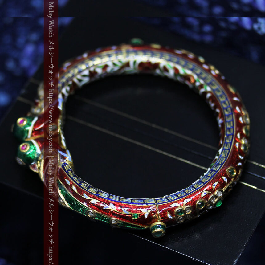 芸術的なエナメル装飾に宝石を鏤めた22金のアンティークバングル・ブレスレット-A0307-7