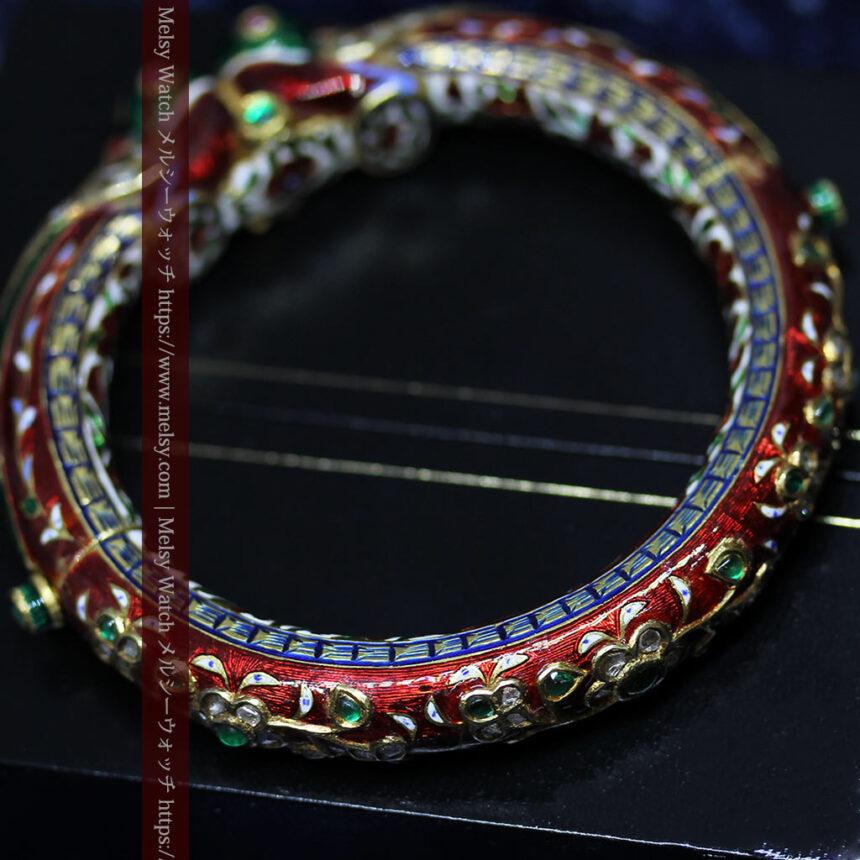 芸術的なエナメル装飾に宝石を鏤めた22金のアンティークバングル・ブレスレット-A0307-9