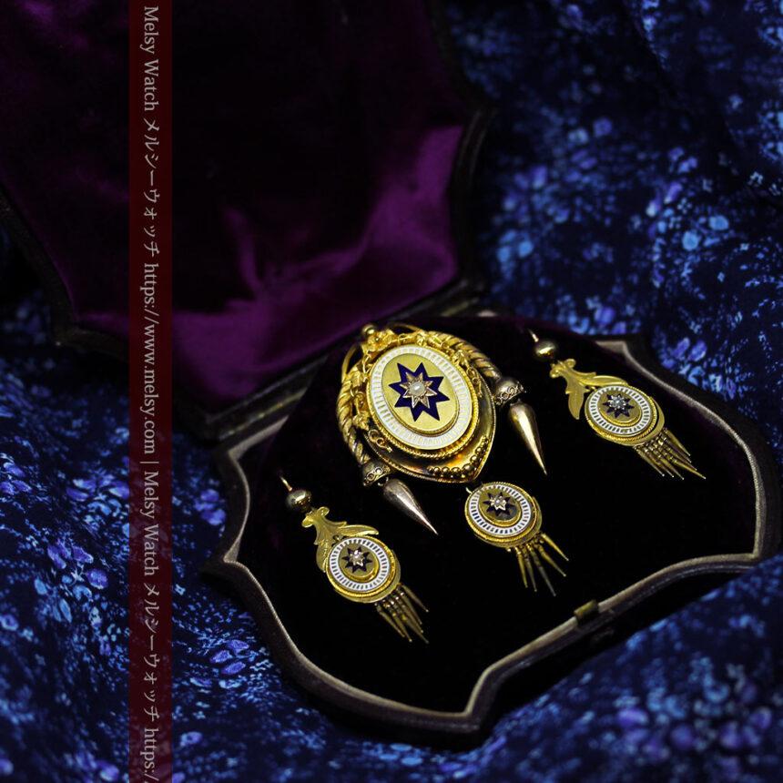 アンティークの品格と風格漂う18金ブローチとイヤリングのセット 【箱付き】-A0308-16