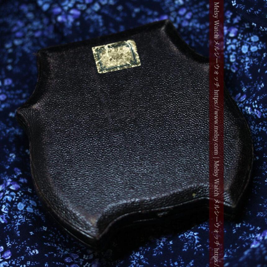 アンティークの品格と風格漂う18金ブローチとイヤリングのセット 【箱付き】-A0308-19