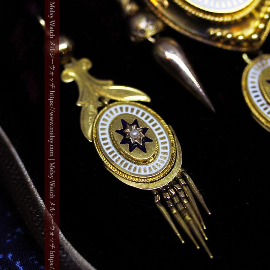 アンティークの品格と風格漂う18金ブローチとイヤリングのセット 【箱付き】-A0308-5