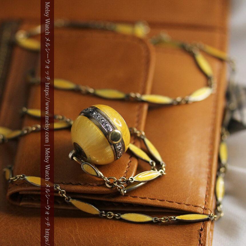 ブヘラの銀無垢ネックレス時計 梔子色のエナメル装飾【1960年頃】-P2302-15