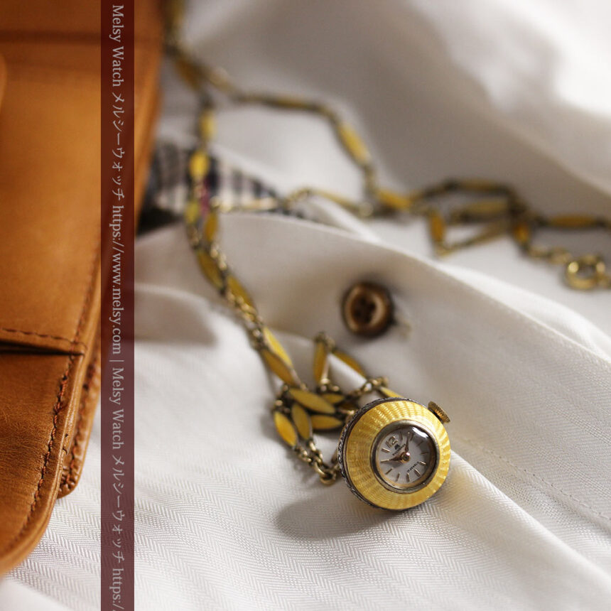 ブヘラの銀無垢ネックレス時計 梔子色のエナメル装飾【1960年頃】-P2302-2