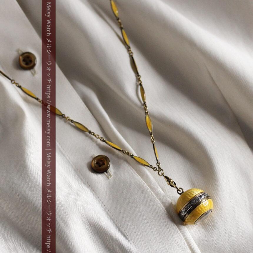 ブヘラの銀無垢ネックレス時計 梔子色のエナメル装飾【1960年頃】-P2302-4