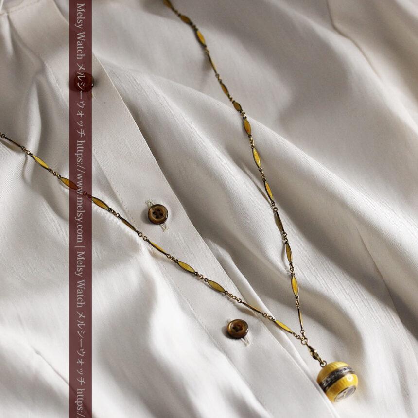 ブヘラの銀無垢ネックレス時計 梔子色のエナメル装飾【1960年頃】-P2302-5