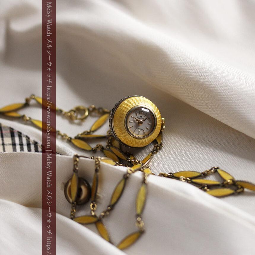 ブヘラの銀無垢ネックレス時計 梔子色のエナメル装飾【1960年頃】-P2302-7
