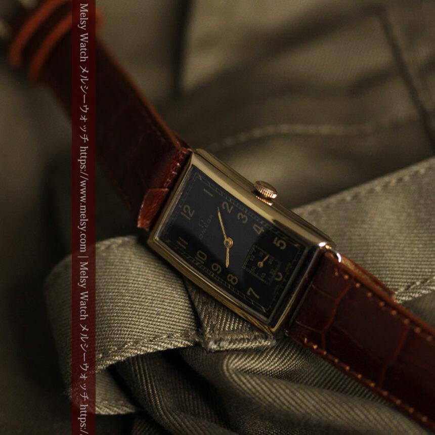 オメガのシックな黒色文字盤 品ある縦長アンティーク腕時計 【1940年製】-W1529-14