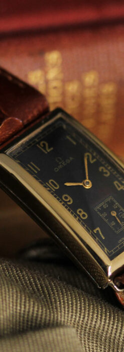 オメガのシックな黒色文字盤 品ある縦長アンティーク腕時計 【1940年製】-W1529-15