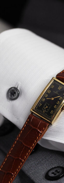 オメガのシックな黒色文字盤 品ある縦長アンティーク腕時計 【1940年製】-W1529-21