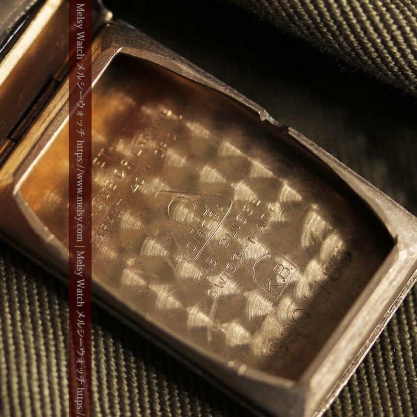 オメガのシックな黒色文字盤 品ある縦長アンティーク腕時計 【1940年製】-W1529-25