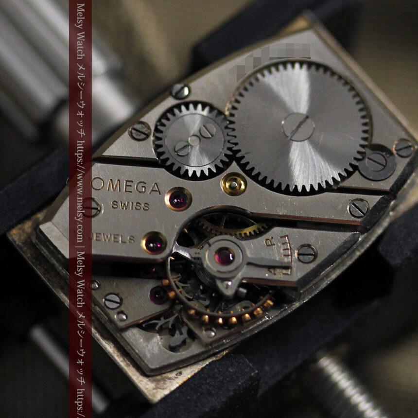 オメガのシックな黒色文字盤 品ある縦長アンティーク腕時計 【1940年製】-W1529-26