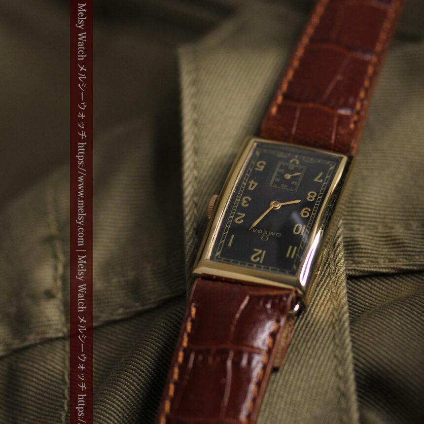 オメガのシックな黒色文字盤 品ある縦長アンティーク腕時計 【1940年製】-W1529-9