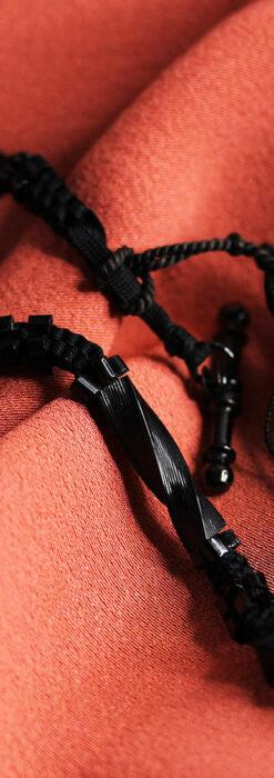 ガラス細工の装飾で飾られたアンティーク懐中時計用の黒紐-C0493-1