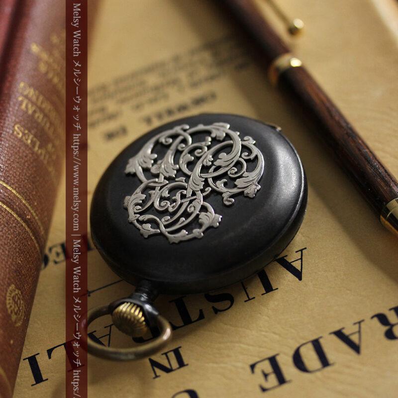 黒色に映える銀の紋章 オメガのアンティーク懐中時計 【1899年製】-P2308-1