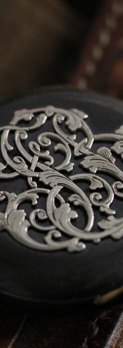 黒色に映える銀の紋章 オメガのアンティーク懐中時計 【1899年製】-P2308-10