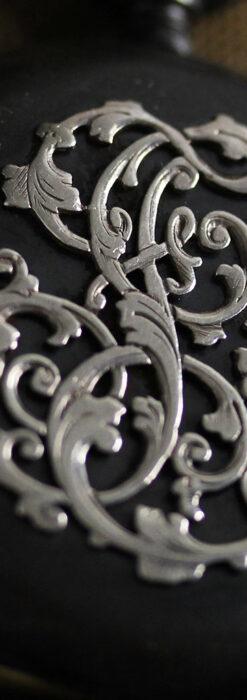 黒色に映える銀の紋章 オメガのアンティーク懐中時計 【1899年製】-P2308-11