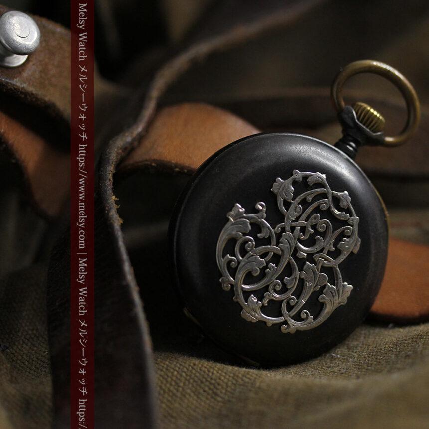 黒色に映える銀の紋章 オメガのアンティーク懐中時計 【1899年製】-P2308-18