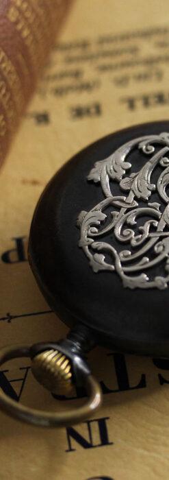 黒色に映える銀の紋章 オメガのアンティーク懐中時計 【1899年製】-P2308-7
