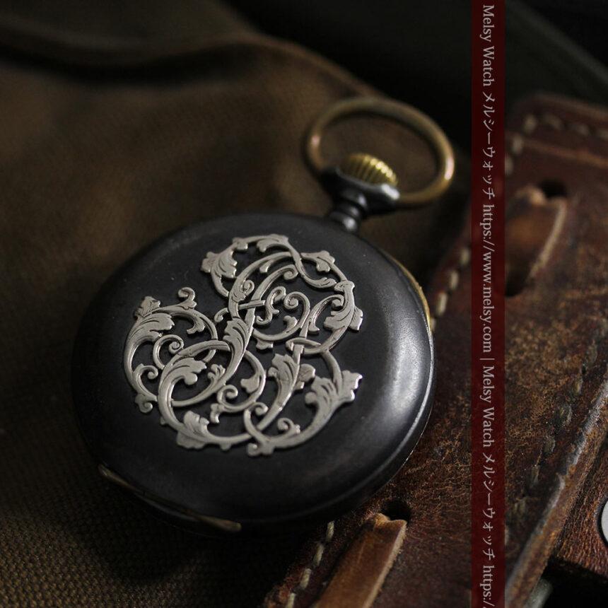 黒色に映える銀の紋章 オメガのアンティーク懐中時計 【1899年製】-P2308-9